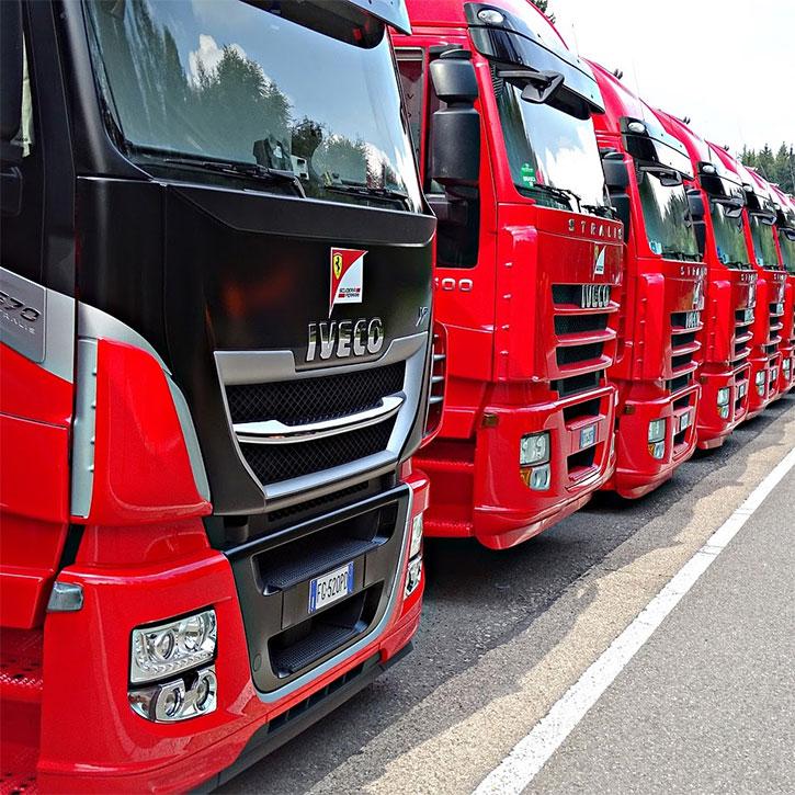 редица от камиони